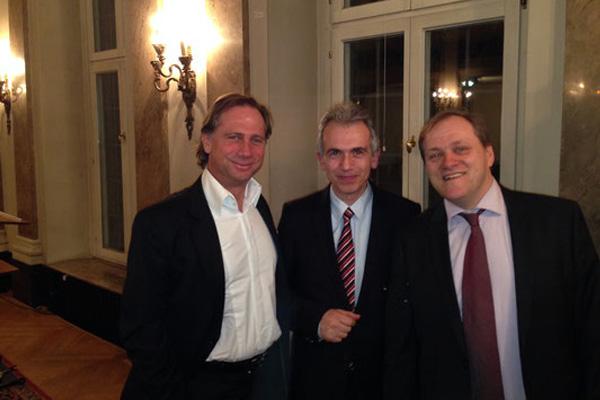 Oliver Gerhardt, Frankfurts OB Peter Feldmann und Nenad Jurkovic